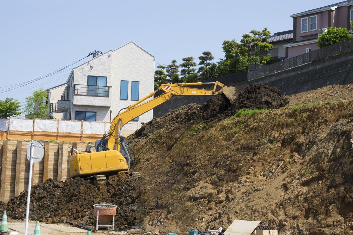 Construire sa maison sur un terrain en pente, c'est possible !